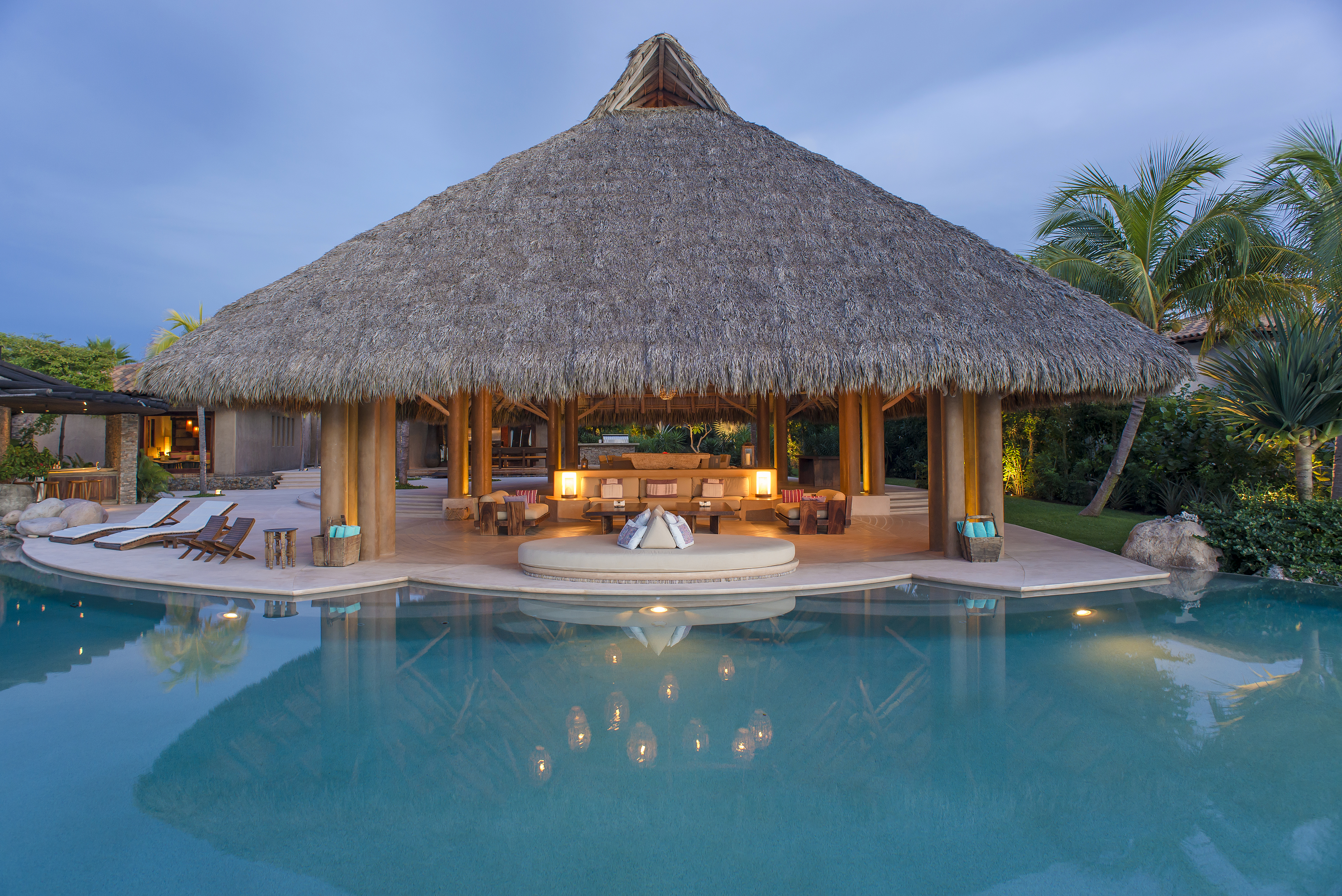 Pool_Palapa_night